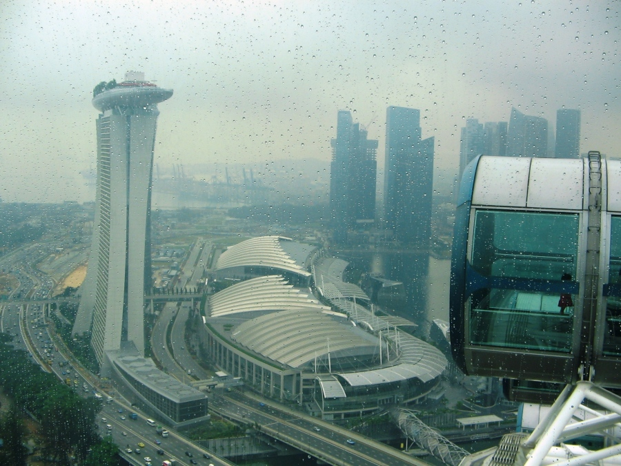 Deasupra orasului Singapore. Imagine panoramica din Singapore Flyer
