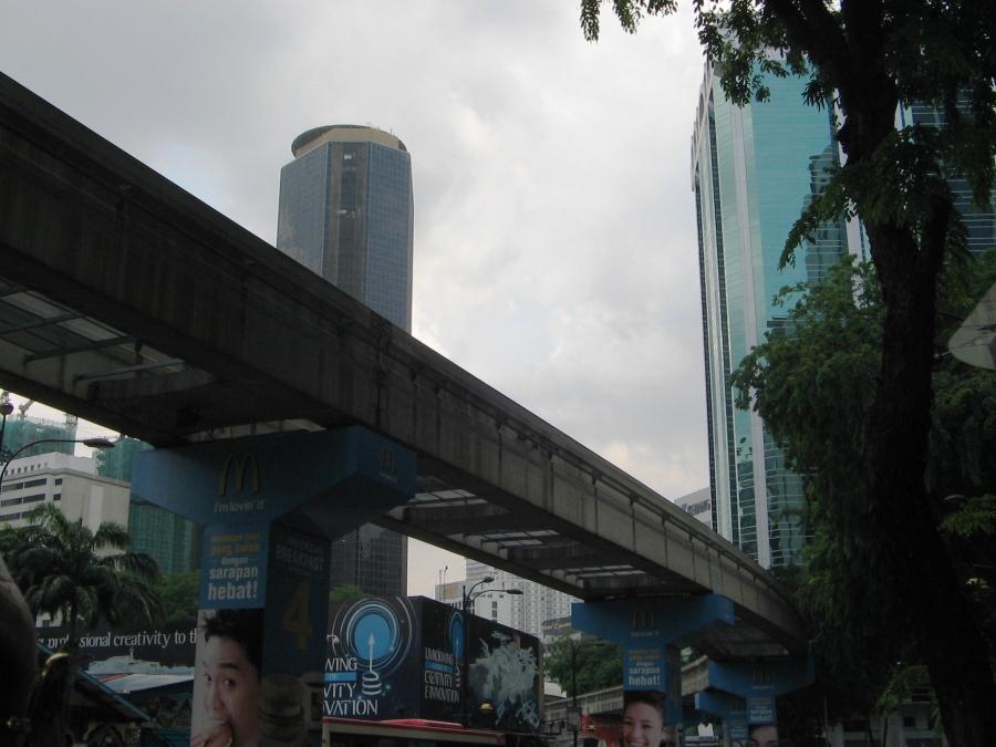Linie de metrou pe deasupra orasului